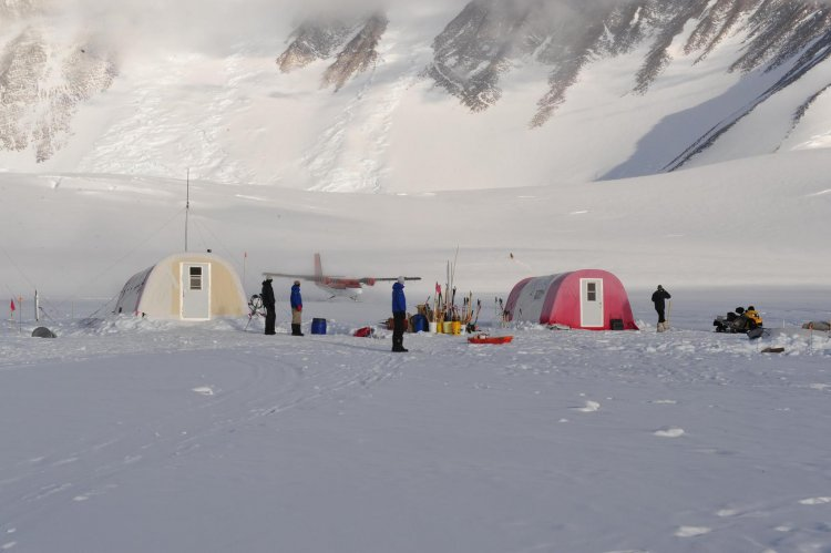Camp de base du Vinson {JPEG}